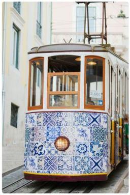 lisbona_tram_foderati_di_piastrelle